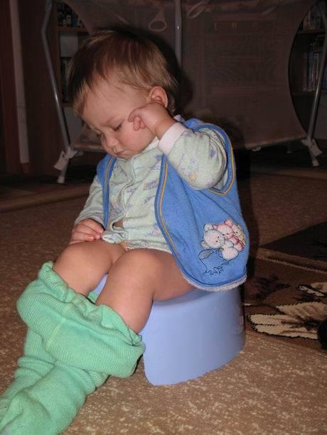 Как приучить ребенка к горшку после памперсов? как отучить ребенка от памперсов ночью | семья и мама
