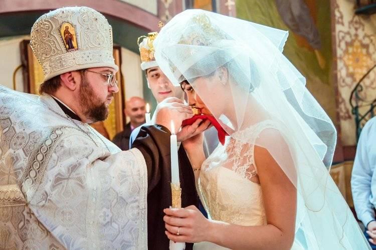 Можно ли беременным ходить в церковь (храм) ?