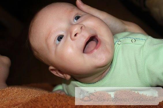 Когда новорожденный ребенок начинает агукать и гулить, нормы развития речи и проблемы