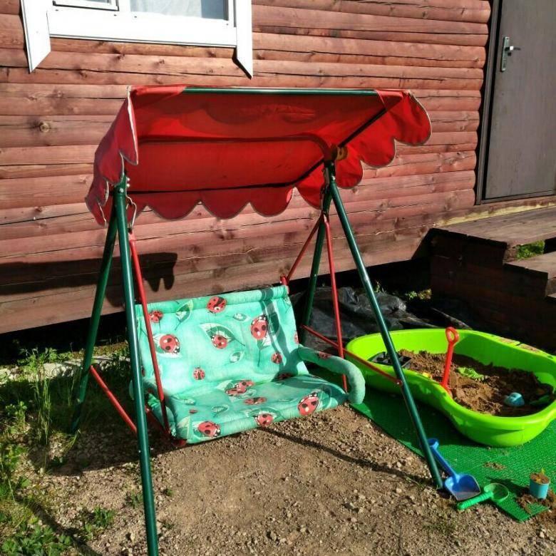 Уличные детские качели для дачи  (60 фото): дачные садовые двухместные модели для детей, подвесные металлические