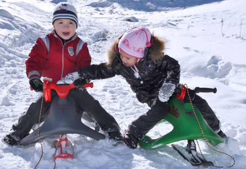 Какой детский снегокат купить ребенку? 10 лучших моделей. зимний самокат, балансир и классические модели