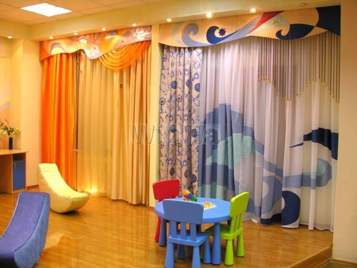 Шторы в детскую — дизайнерское оформление комнат для мальчиков и девочек (122 фото)