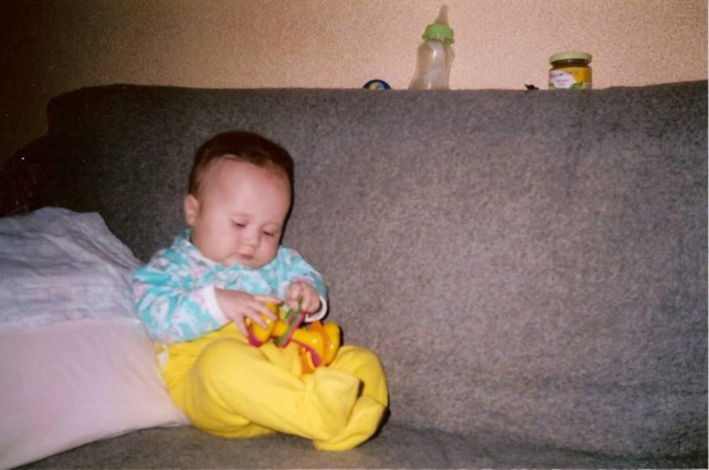 Когда начинает сидеть ребенок, и чем опасно раннее присаживание