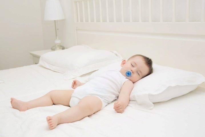 С какого возраста ребенку можно спать на подушке ~ факультетские клиники иркутского государственного медицинского университета