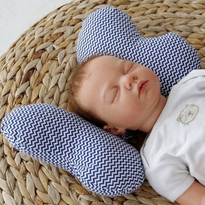 С какого возраста ребенку нужна подушка: со скольки месяцев, до какого возраста можно без подушки