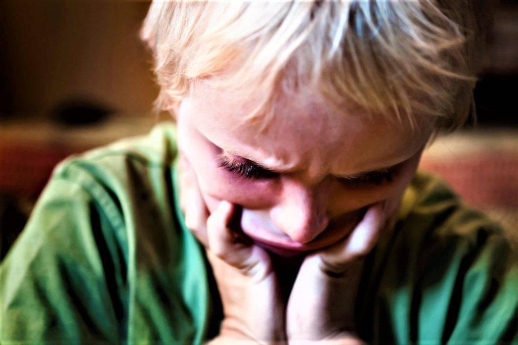 Признаки, симптомы и лечение аутизма у детей
