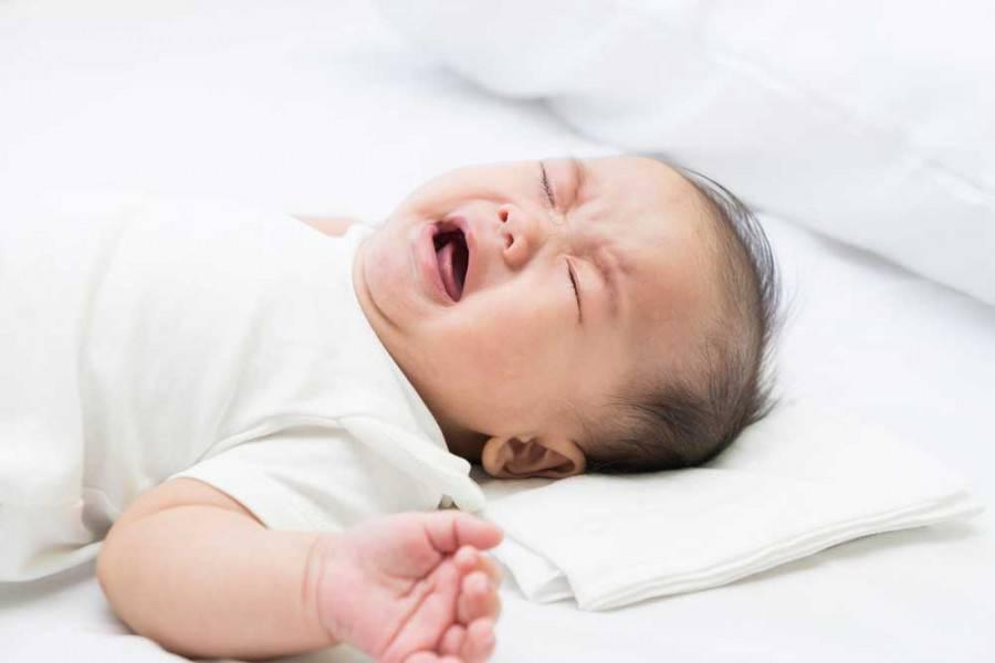 Причины и методы избавления грудного ребенка от частой икоты