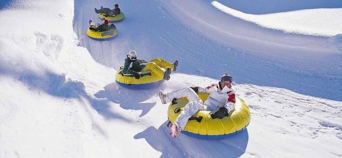Тюбинг (85 фото): сноутюбинги и ватрушки для катания детей, надувные санки для снега, что это такое и как на них кататься