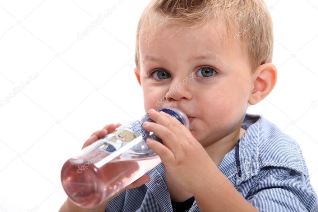 Почему ребёнок пьёт много воды?