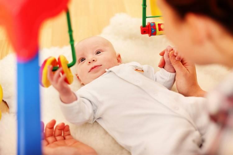 Развитие ребенка в 1 месяц — что должен уметь, уход, режим дня