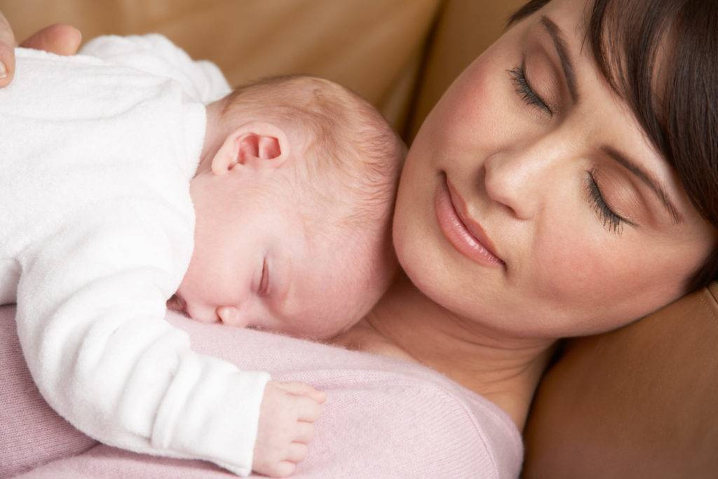 Причины и признаки нарушения сна у младенцев: что делать, если новорожденный не спит весь день