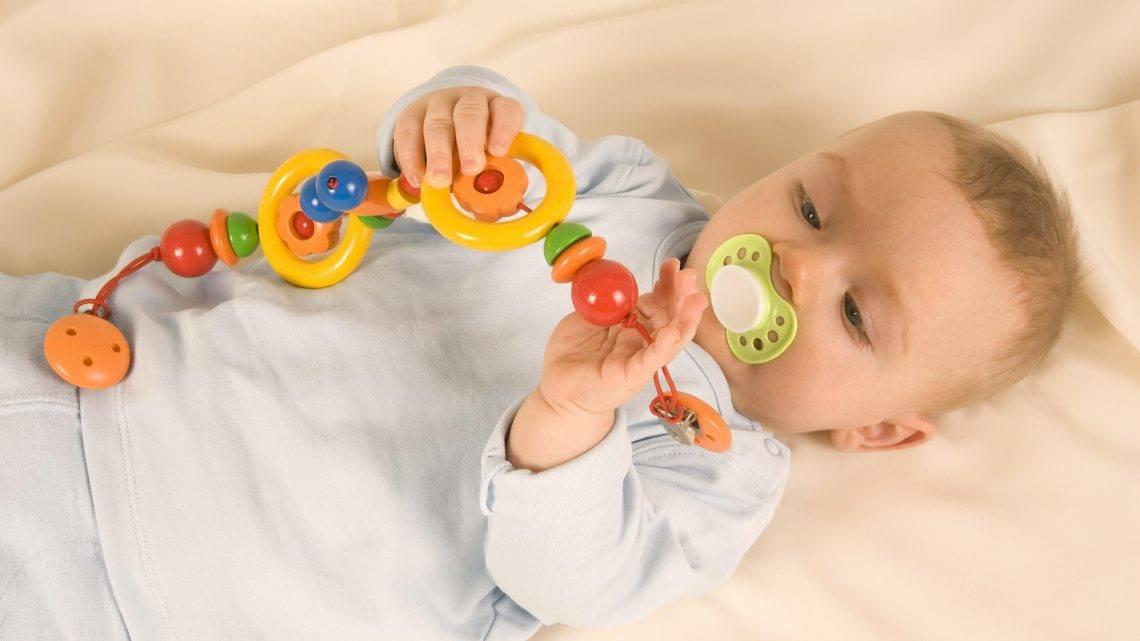 Как правильно выбирать игрушки для грудничков