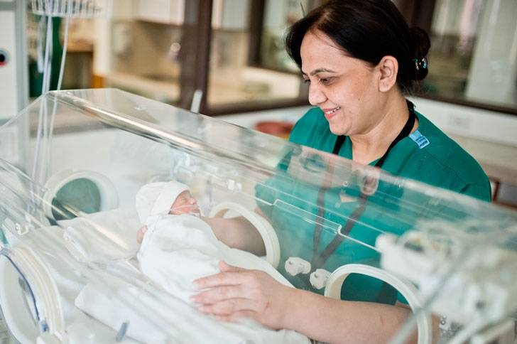 Уход и вскармливание недоношенного новорожденного ребенка [1980 - - справочник медицинской сестры по уходу]