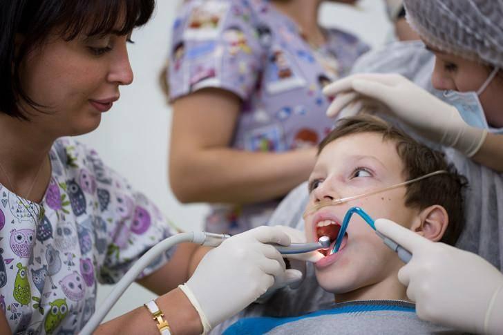 Лечение зубов ребенка под наркозом в москве | цены на лечение зубов во сне в «см-стоматология»