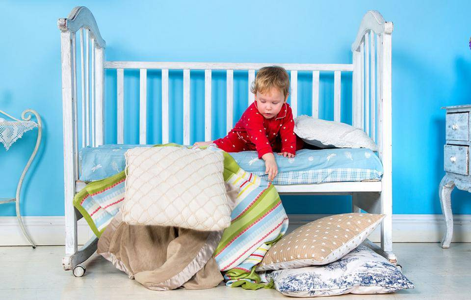 Первый шаг квзрослости: как приучить ребенка засыпать самостоятельно вотдельной кроватке